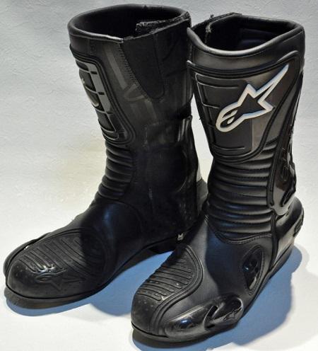 Motoristični škornji in obleke za vožnjo na motorju
