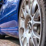 Zamenjava starih gum in obrabljenih avto delov